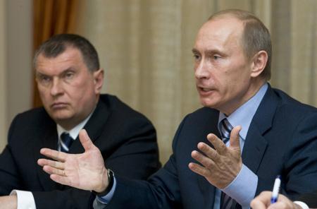 Igor Sieczin (L) i Władimir Putin (P)
