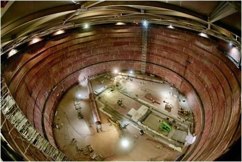 Wnętrze zbiornika w budowanym terminalu LNG w Świnoujściu. Zdjęcie: Polskie LNG