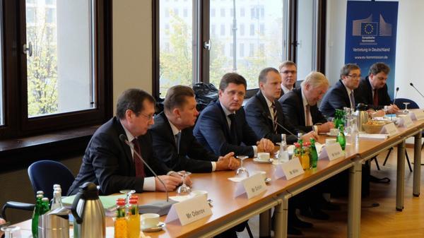 Rozmowy gazowe KE-Ukraina-Rosja bez finału. Rośnie napięcie przedzimą