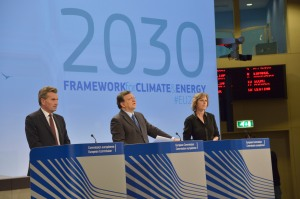 Günther Oettinger, José Manuel Barroso oraz Connie Hedegaard (od lewej do prawej)