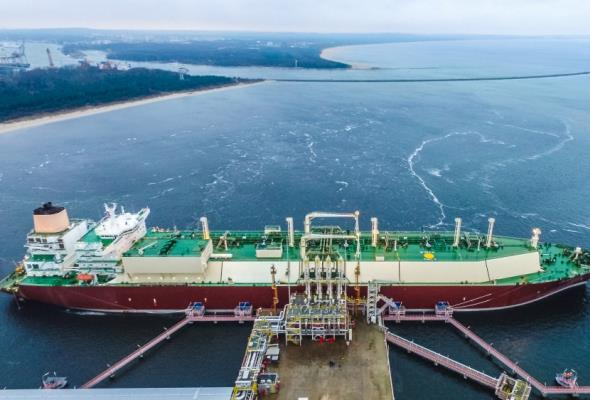 Tankowiec LNG w gazoporcie. Fot. PLNG