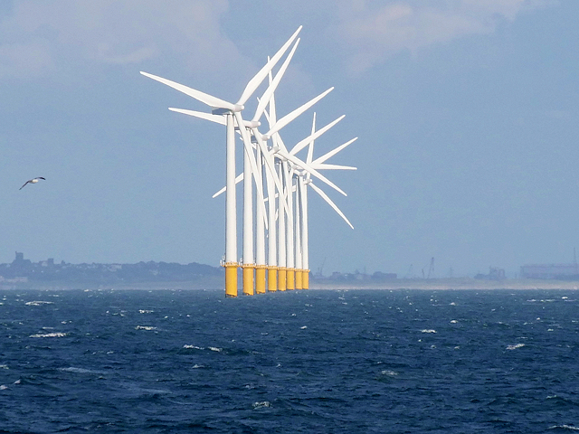 Morskie farmy wiatrowe. Fot. Wikimedia Commons
