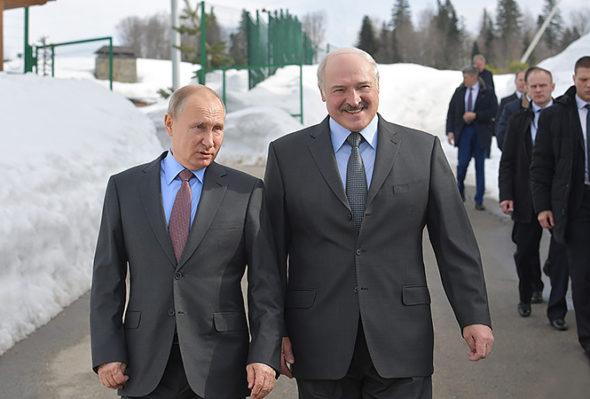 Białoruś będzie miała tani gaz pomimo drożyzny w Europie, ale Rosja przykręca jej śrubępolityczną